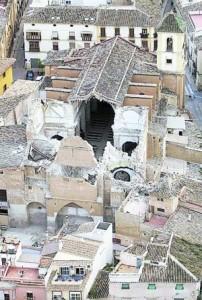 Estado en que ha quedado la iglesia de Santiago. :: L V