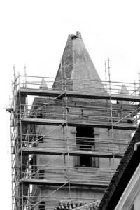 Desmochada. Torre de la iglesia de San Francisco, sede del Paso Azul, con elchapitel totalmente roto; uno de los templos más afectados.
