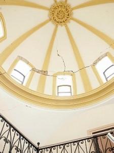 Estado en el que ha quedado la cúpula de la escalera noble. :: S. M. / AGM