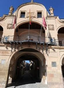 Detalle del balcón central sobre la calle Selgas. :: P. ALONSO / AGM
