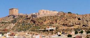 Ladera del Castillo más cercana a los barrios altos en la que se actuará con urgencia con colocación de mallas metálicas para evitar nuevas caídas de rocas. :: PACO ALONSO / AGM