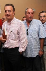 José Antonio Ruiz espera en la cola para votar. :: PACO ALONSO / AGM