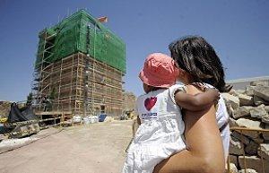 Una madre y su hija en el Castillo. :: ISRAEL SÁNCHEZ