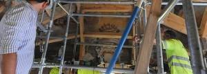 Una estructura de madera soporta el peso y asegura la estabilidad de la capilla del Rosario