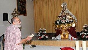 La imagen de la Patrona en su capilla provisional. :: PACO ALONSO / AGM