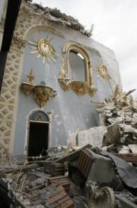 Así quedó la iglesia del monasterio de Santa Ana y Santa María Magdalena de la orden de las clarisas en Lorca, tras el terremoto del pasado 11 de mayo JUAN FRANCISCO MORENO (EFE)