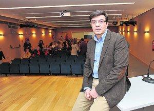 El director del Arqueológico antes de su confeerencia. :: P. ALONSO / AGM