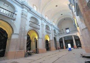 Interior de la iglesia de San Mateo en la que se realizan obras de restauración. :: PACO ALONSO / AGM