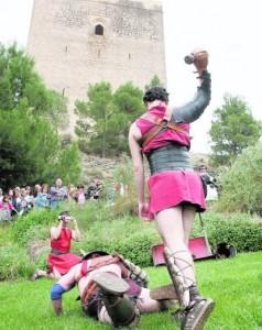 Lucha grecorromana bajo la torre Alfonsina del castillo. :: S. M. L. / AGM