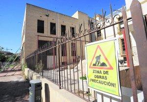 Un cartel advierte de las obras de rehabilitación en el Museo. Foto: Paco Alonso/AGM