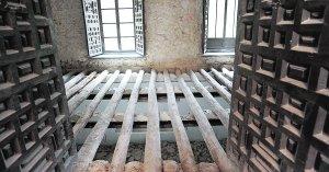 Estructura de madera del suelo de lo que era la biblioteca del palacio. :: P. ALONSO / AGM