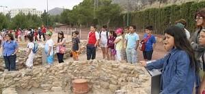 Estudiantes de primaria en el poblado argárico de Los Cipreses. Foto: LV