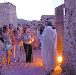 Visita nocturna guiada por personajes históricos. Foto: Paco Alonso/AGM