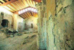 Vista interior de la ermita de San Clemente tras la reforma exterior y de la cubierta. :: PACO ALONSO / AGM