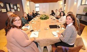 La concejal de Cultura y la comisionada del Gobierno, en la reunión. Foto: P. Alonso/ AGM