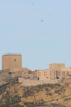 La torre Alfonsina, junto al Parador, durante su restauración. Foto: P.A./ AGM
