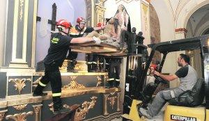 Miembros de Protección Civil, durante el rescate de la Piedad pocos días después del terremoto. :: P. A. / AGM