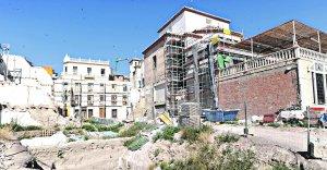 Andamios colocados en el exterior del camarín y antecamarín de la Capilla del Rosario para su restauración. :: PACO ALONSO / AGM