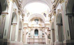 Interior de la Iglesia de El Carmen, tras las obras de urgencia concluidas a principios de agosto. :: SONIA M. LARIO / AGM