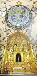 La cúpula y el retablo del templo, ayer. :: P. Alonso/AGM