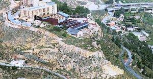 Vista aérea del tramo de la muralla del Castillo cuya restauración acaba de adjudicarse a la empresa Lorquimur. :: Martinez Bueso