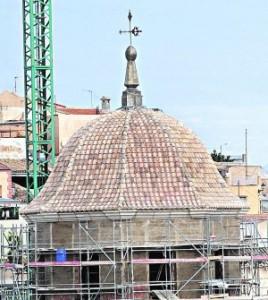 La cúpula de Santiago, ya con la teja puesta. :: PACO ALONSO / AGM