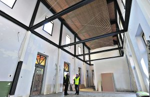 Los muros están anclados a una caja interior de vigas de acero que refuerza la estructura. :: PACO ALONSO / AGM