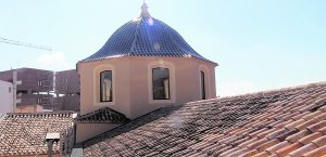 Todos los ventanales de la cúpula se han abierto dando menos inclinación al tejado. :: PACO ALONSO / AGM