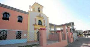 La estructura de la derecha es lo que aún queda por reconstruir del monasterio de las clarisas. :: paco alonso / agm