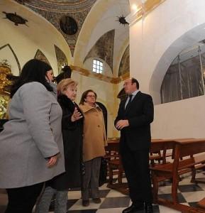 Sandra Martínez, Isabel Jiménez, María Comas y Pedro Antonio Sánchez, en el santuario. / Paco Alonso