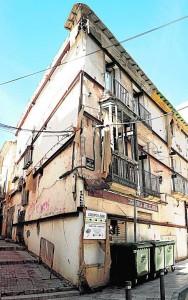 Casa 'apeada', conocida como de Los Troyanos, en la esquina de las calles Alta y Alfonso X. / P. A. /AGM