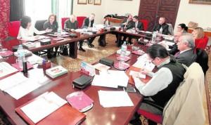 Asistentes a la reunión del Plan director de Lorca que se celebró ayer en el Palacio Episcopal. / FRAN MANZANERA / AGM