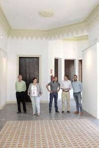 Los ediles de Educación y Cultura, visitando el edificio. / S. M. LARIO / AGM